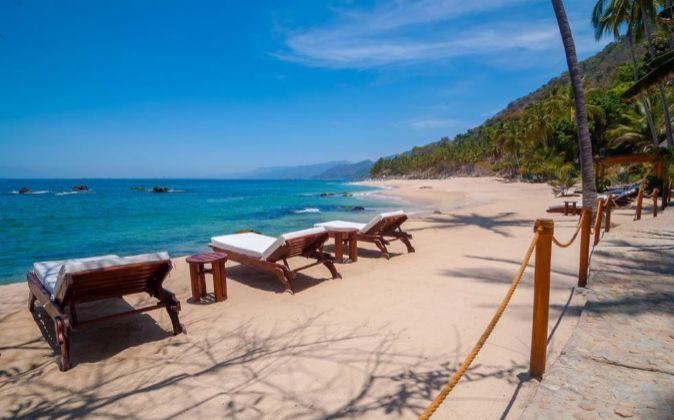 Un hotel a pie de playa.