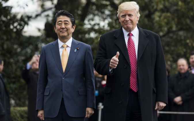 Shinzo Abe junto a Donald Trump.