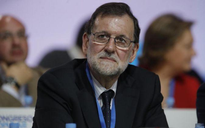 El presidente del Gobierno y del PP, Mariano Rajoy, durante el el...