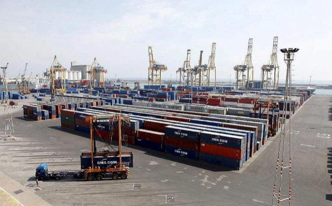 Terminal de contenedores  TCB en el puerto de Barcelona.