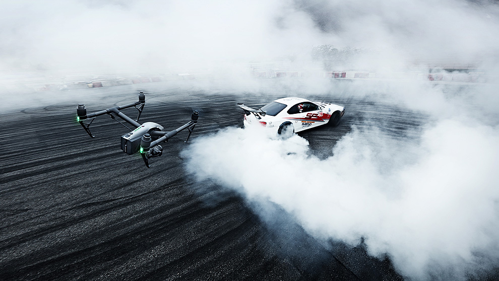 DJI Inspire II sigue el Rally de Monte-Carlo a vista de pájaro para...