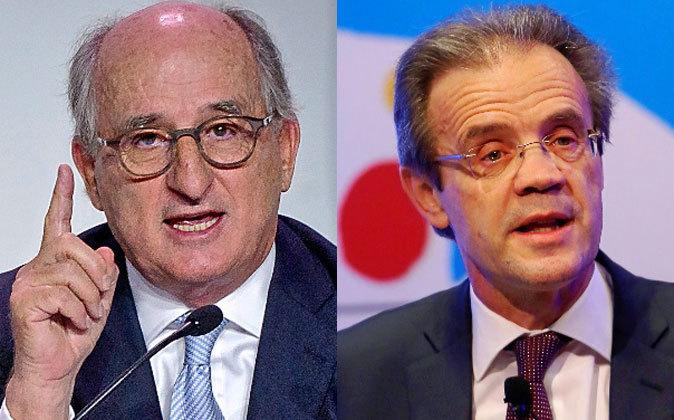 Antonio Brufau, presidente de la petrolera Repsol (izquierda) y...