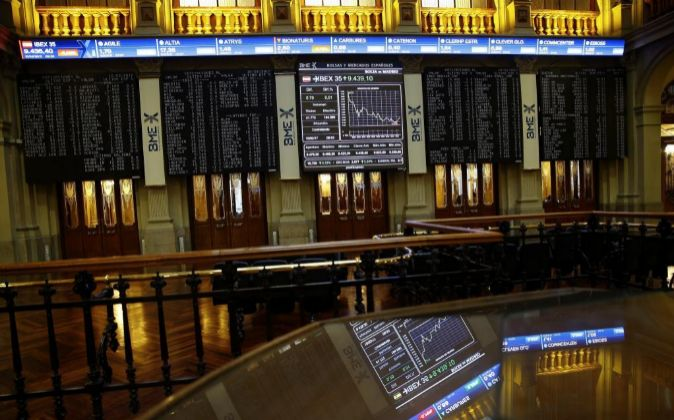Marcador del Ibex 35 en el interior de la Bolsa de Madrid.