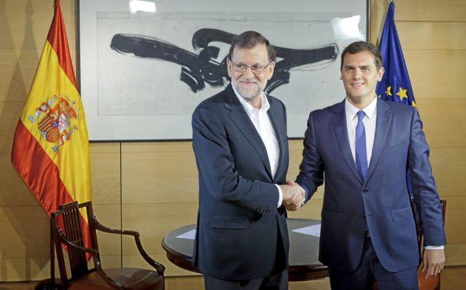 El presidente del Gobierno Mariano Rajoy y el líder de Ciudadanos,...