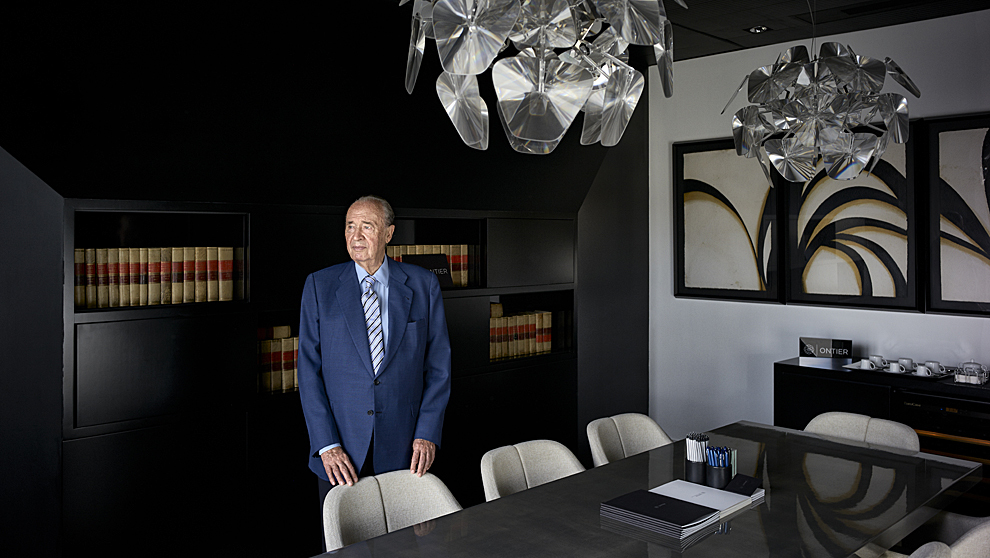 El letrado Ramón Hermosilla,  82 años, en las oficinas de Ontier, la...
