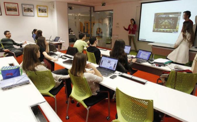 Una clase en las instalaciones de la Escuela de Periodismo y...