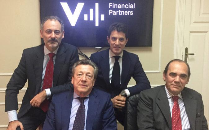 Los socios del equipo directivo de V4 Financial Partners son de...