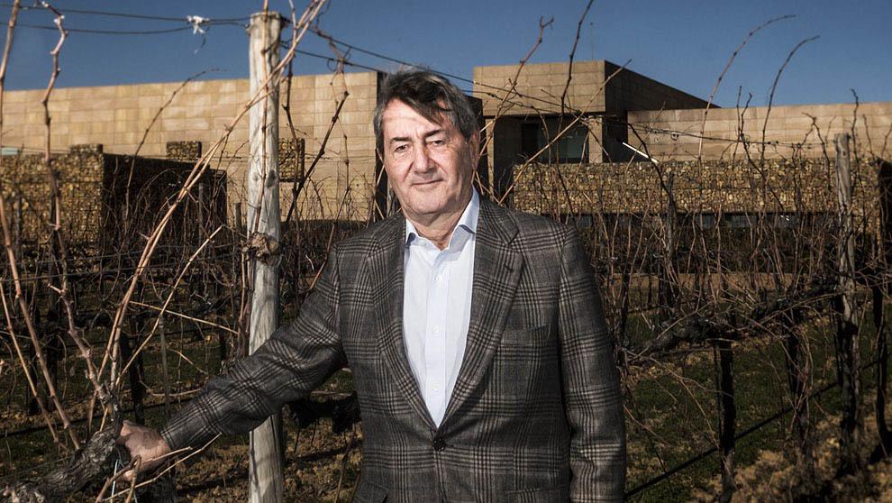 Alfonso Cortina posa en la bodega Vallegarcía, que ocupa en la...