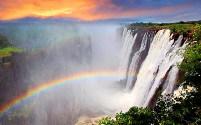 Las cataratas Victoria, entre Zambia y Zimbabue, son una de las siete...