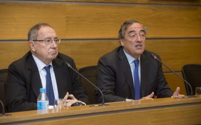 Los presidentes de la Cámara de España, José Luis Bonet, y de la...