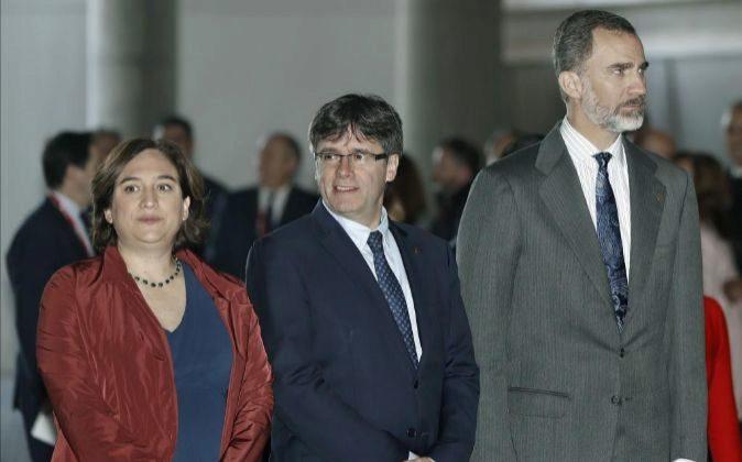 El rey Felipe VI, el presidente de la Generalitat de Cataluña, Carles...