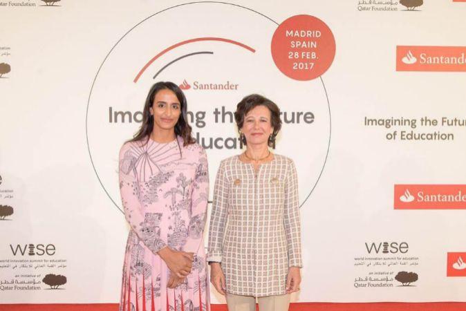 Ana Botín, presidenta de Santander (dcha.), y Sheikha Hind bint Hamad...