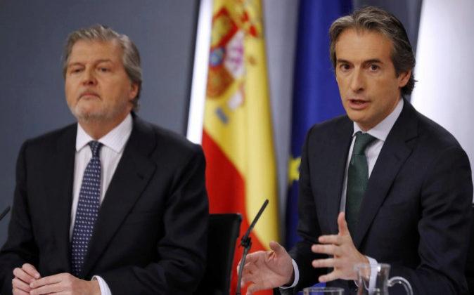 El portavoz del Gobierno, Íñigo Méndez de Vigo, y el ministro de...