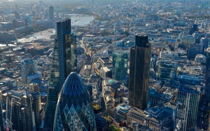La City de Londres. a la izquierda, el edificio Cheesegrater.