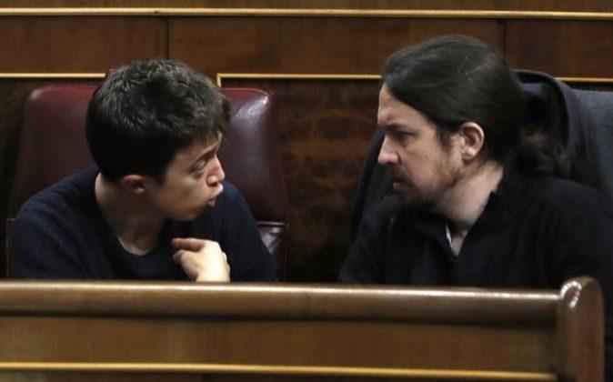 Íñigo Errejón discutiendo con Pablo Iglesias.
