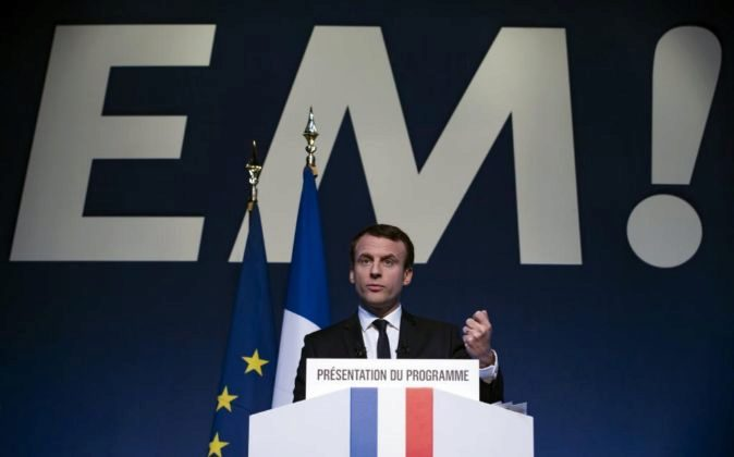 Emmanuel Macron, candidato a la Presidencia francesa en un acto de...