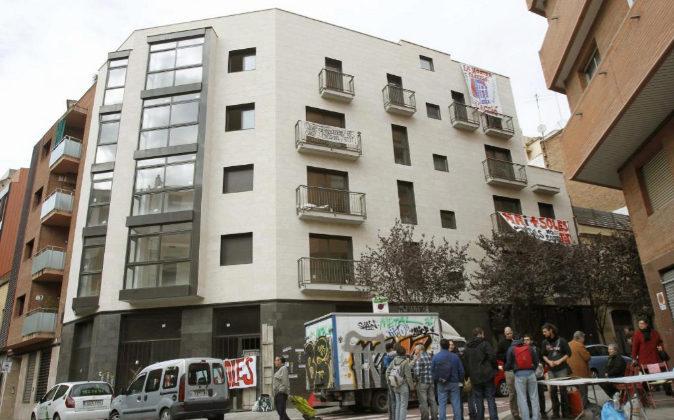 Fotografía de archivo de un bloque de pisos en Barcelona.