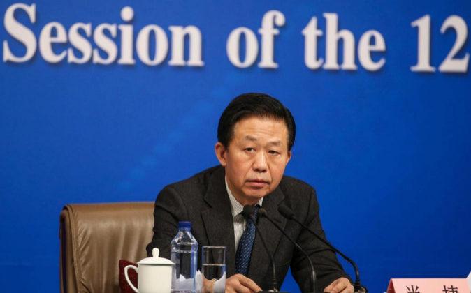 Xiao Jie, ministro de Finanzas de China, responde hoy a la prensa...