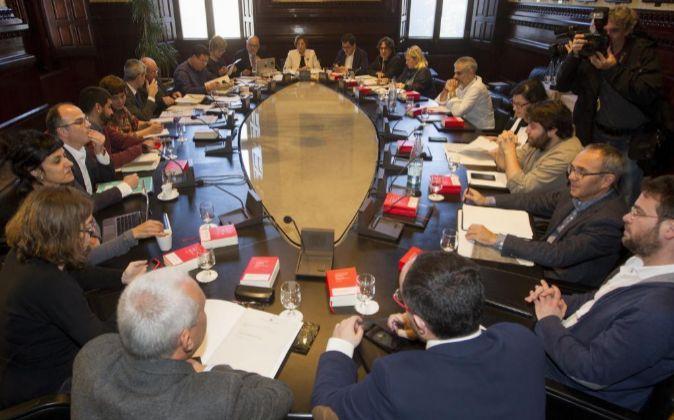 Vista de la reunión de la mesa de portavoces del Parlament donde se...