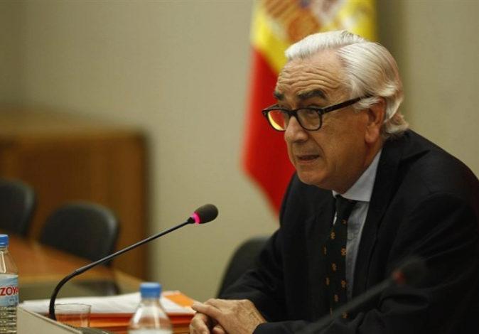 El presidente del CES, Marcos Peña, que actúa como mediador en la...