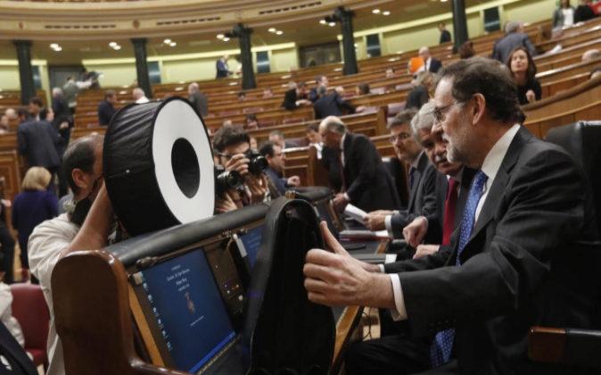 El presidente del Gobierno, Mariano Rajoy, ayer en su escaño poco...