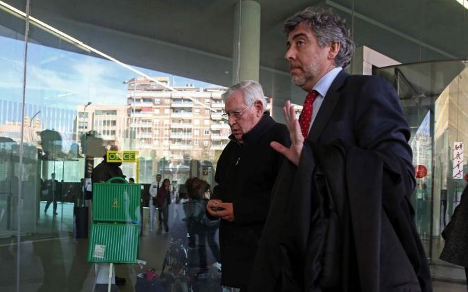 El exdirector administrativo del Palau de la Música Jordi Montull (i)...