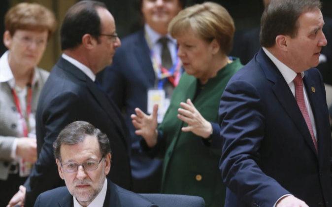 El presidente del Gobierno español, Mariano Rajoy entado mientras la...
