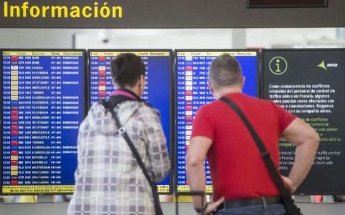 Viajeros en el aeropuerto de Barcelona-El Prat