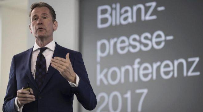 El presidente del grupo editorial alemán Axel Springer, Mathias...