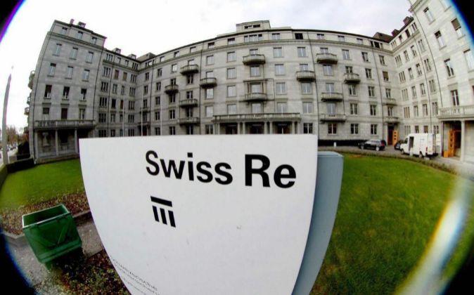Imagen de archivo de la sede de la Compañía Reaseguradora suiza...