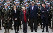 La ministra de Defensa, María Dolores de Cospedal, acompañada por la...