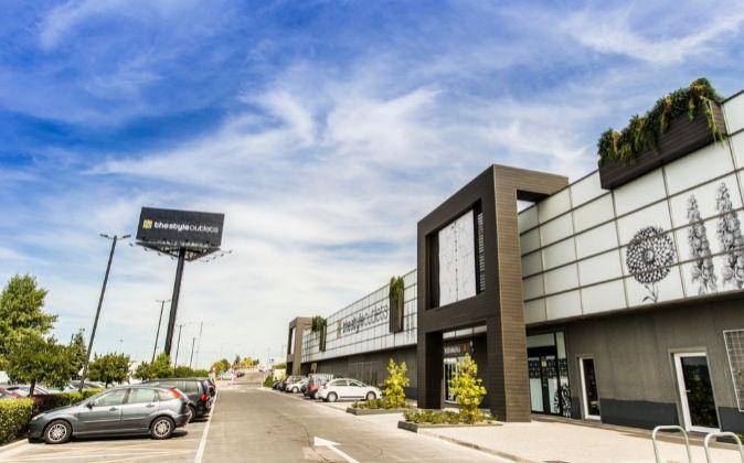 Crédit Agricole y Natixis financiaron la compra del centro comercial...