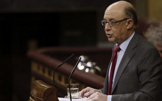 El ministro de Hacienda, Cristóbal Montoro, ministro del ramo,...
