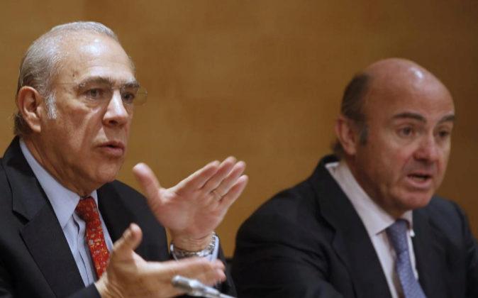 l secretario general de la OCDE, Ángel Gurría, acompañado por el...