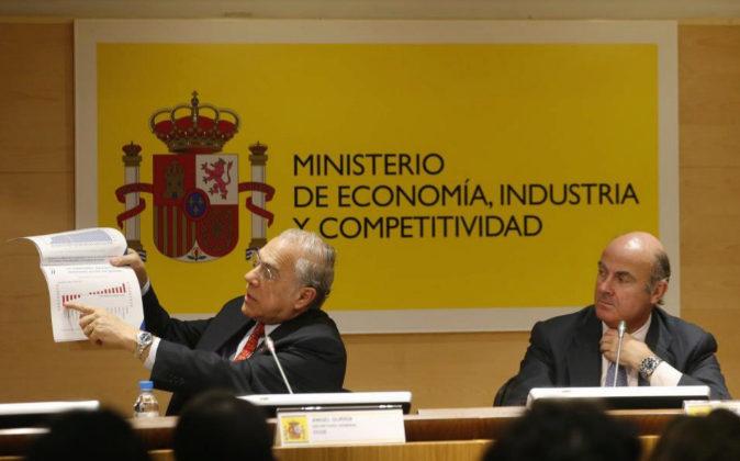 El secretario general de la OCDE, Ángel Gurría, con el ministro de...
