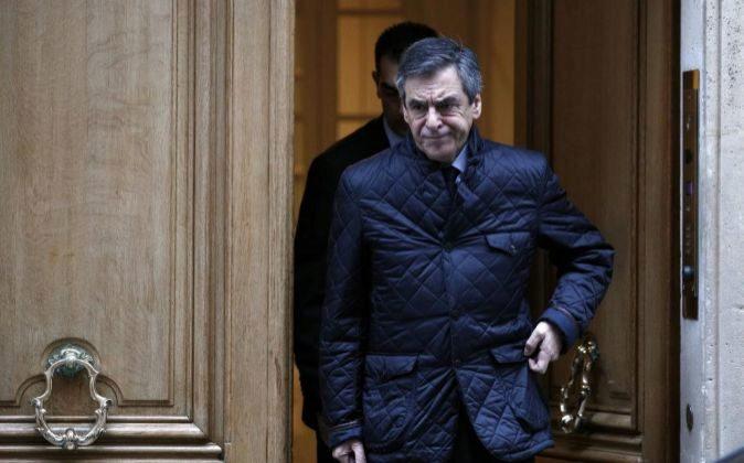 El candidato de la derecha a las presidenciales francesas, François...