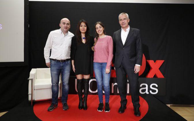 De izquierda a derecha Fernando Tobías, director del Centro...