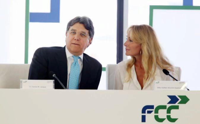 Carlos Jarque, el consejero delegado de FCC, junto con Esther Alcocer...