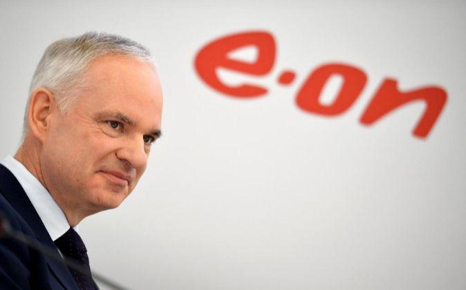El presidente de E.ON, Johannes Teyssen, ofrece una rueda de prensa...