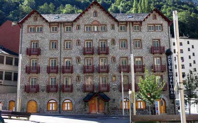 La rehabilitación de la planta baja del hotel Valira ha supuesto una...