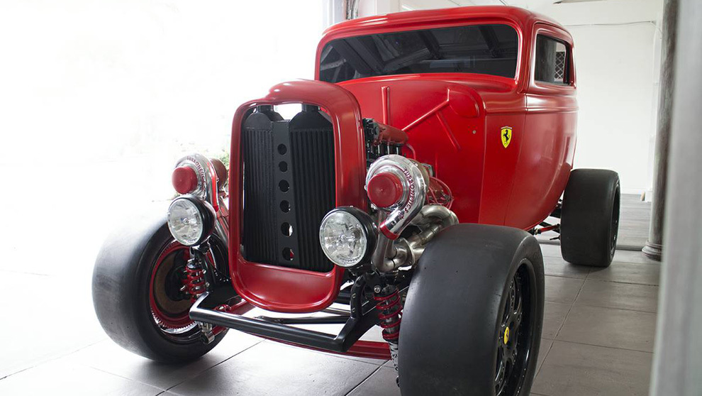 Esta furgoneta de Ford de 1932 con toques Ferrari se vende por unos...