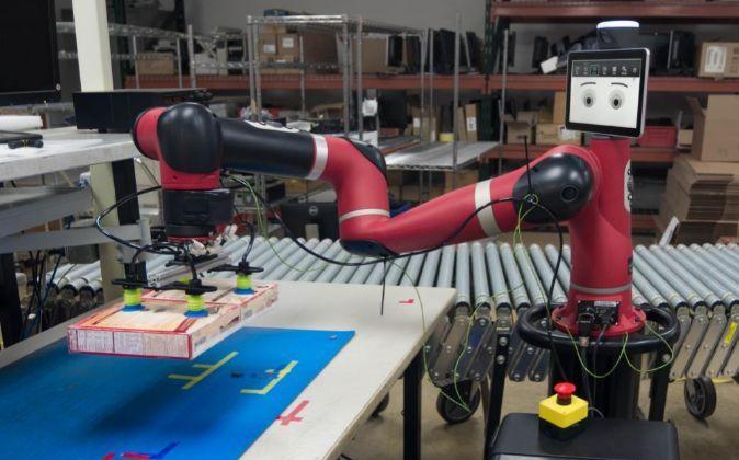 Brazo robótico en uno de los almacenes de DHL.