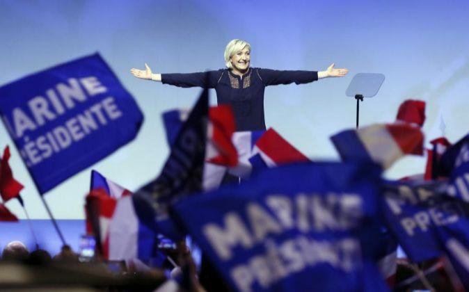 Marine Le Pen, líder del partido ultraderechista Frente Nacional y...