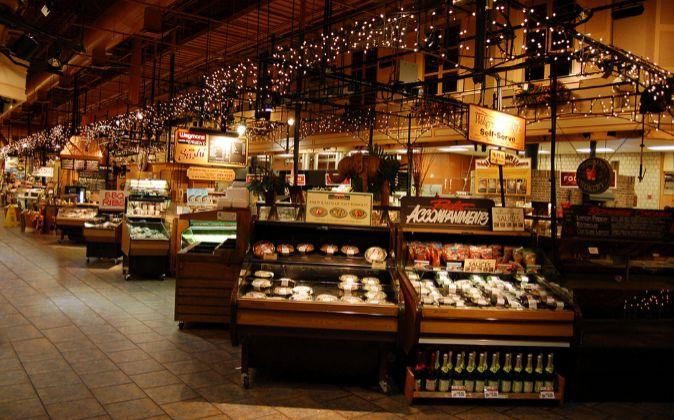 Interior de un establecimiento Wegmans.