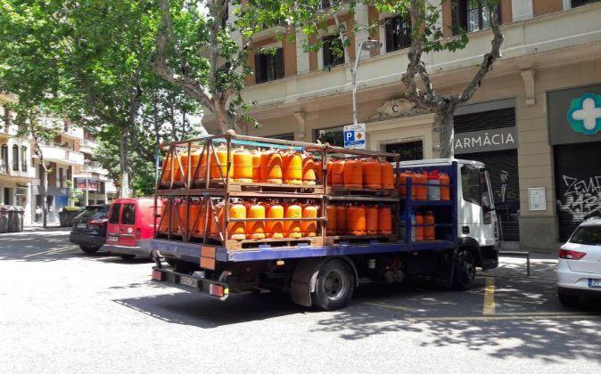 Camión de reparto de bombonas de butano .