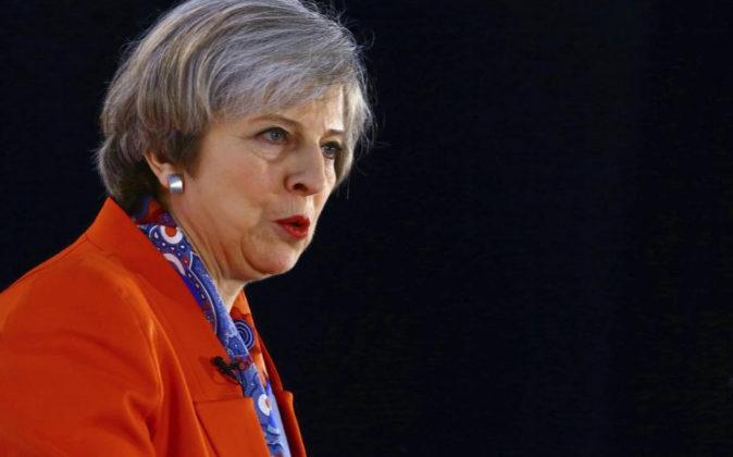 La primera ministra británica, Theresa May, da un discurso durante el...