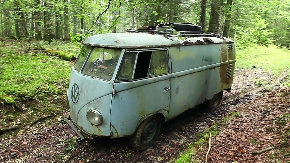 La clásica furgoneta de los años 60 se encontró en medio de un...