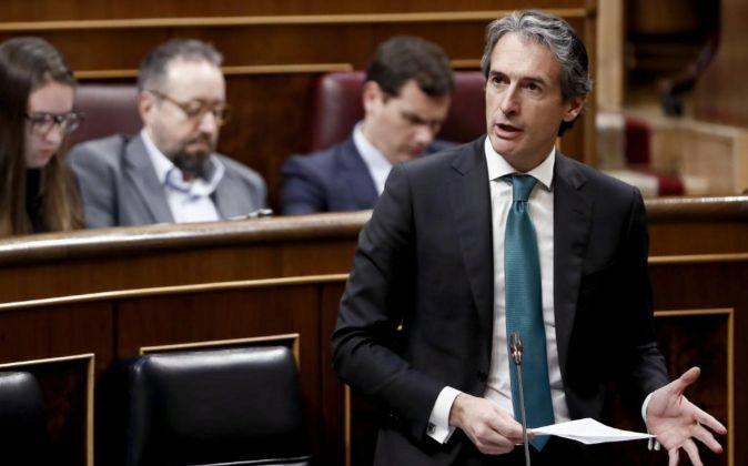 El ministro de Fomento, Íñigo de la Serna, durante su intervención...