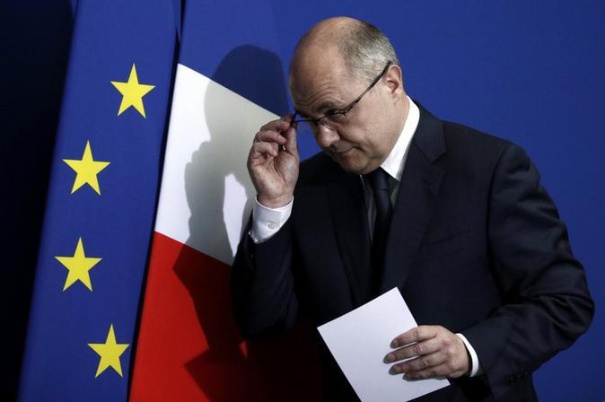 El primer ministro francés del Interior, Bruno Le Roux, durante la...