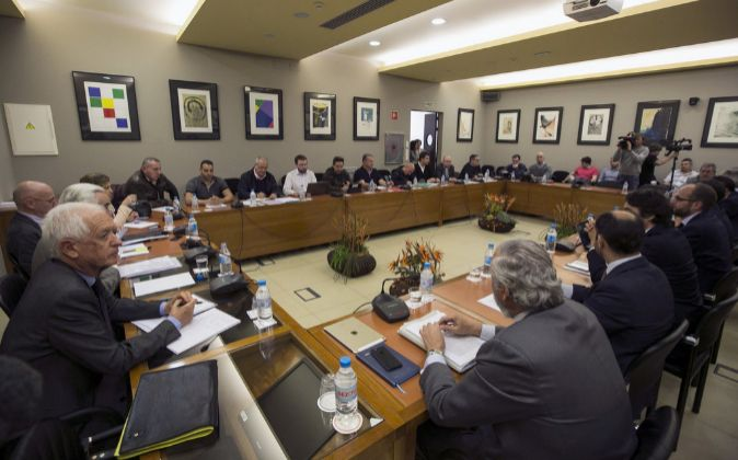 Un momento de la reunión entre patronal y sindicatos de estibadores